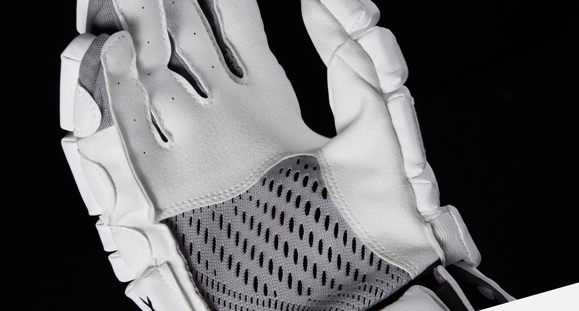 closeup shot of the surgeon 700 stx mens ice hockey glove